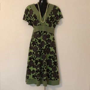Dresses & Skirts - Petite large lime and Coco A-line V-neck dress